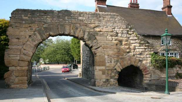 Newport Arch before the repairs began.
