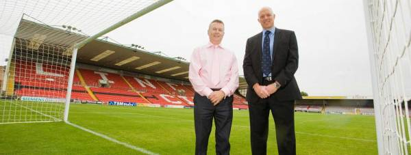 Sponsorship deal: Lincoln City FC Commercial Manager Russell Moore (L) with Managing Director Steve Gelder (R). Photo: Lincoln City FC