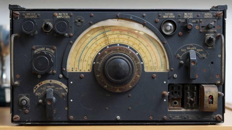 The rare R1155 radio.
