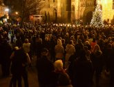 Man who lost dad and sister to cancer helps put up Lincoln charity's cathedral tree