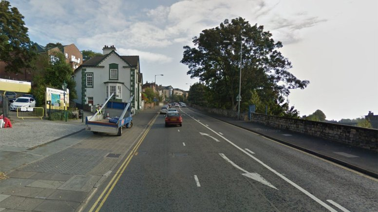 The driver of the van did not stop after losing the ladder from the roof. Image: Google Street View