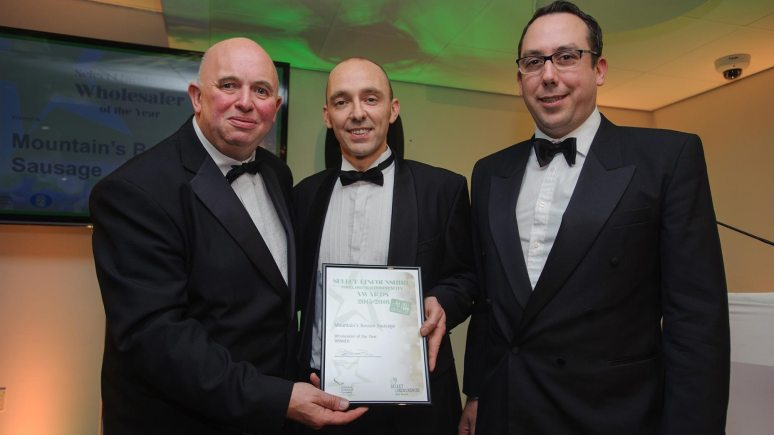 Colin Davie, Executive Councillor for Economic Development, Environment, Strategic Planning and Tourism at Lincolnshire County Council presenting the award for Wholesaler of the Year to Mountain's Boston Sausage Photo: Steve Smailes for The Lincolnite