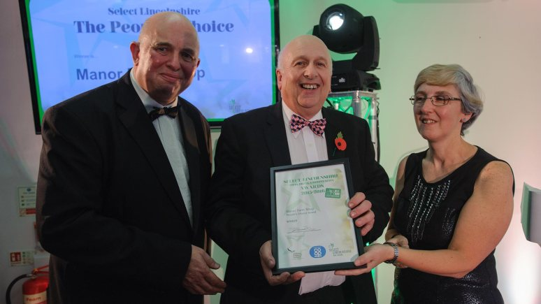 Colin Davie, Executive Councillor for Economic Development, Environment, Strategic Planning and Tourism at Lincolnshire County Council presenting the award for People's Choice Award to Manor Farm Shop. Photo: Steve Smailes for The Lincolnite