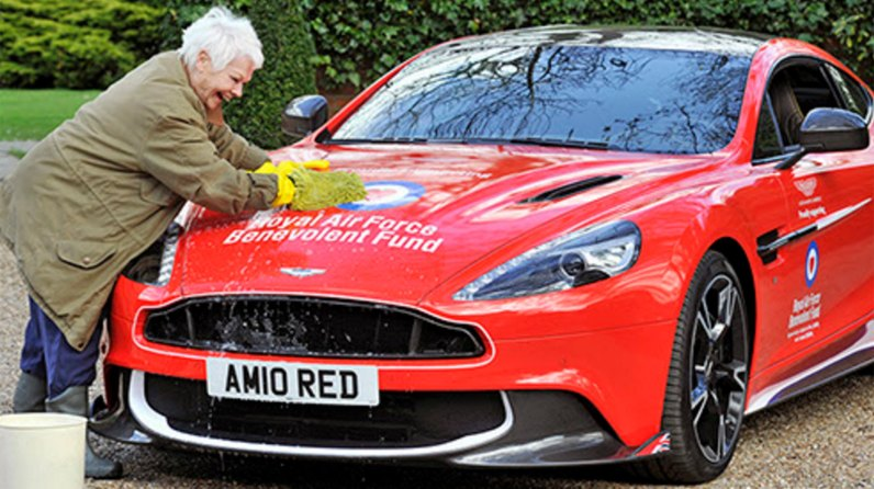 Dame Judi Dench preparing the special prize!