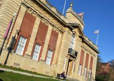 Council stands by Usher Gallery proposals, despite 800 strong rejection