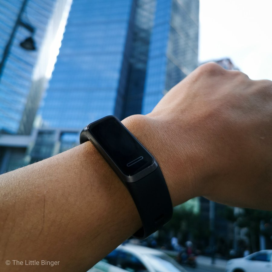 Sporty yet fashionable- Huawei Band 4 | The Little Binger