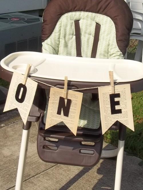ONE High Chair Banner   || thlittledabbler.com