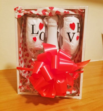 Sparkling Wine & Flute Glass Personalised Gift Set - Buy Online