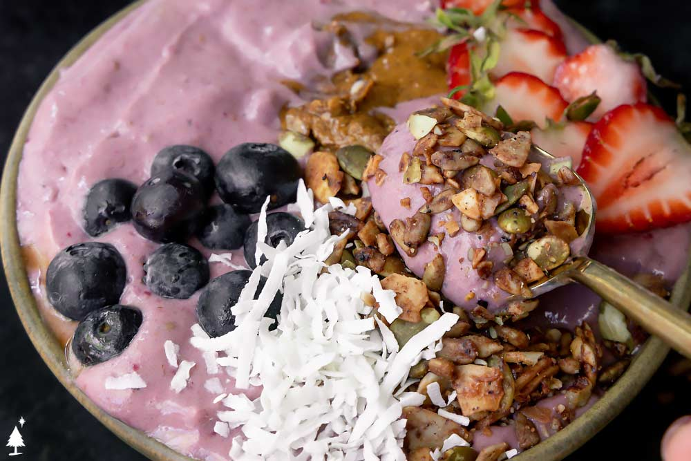 smoothie bowls recipe scooped with spoon