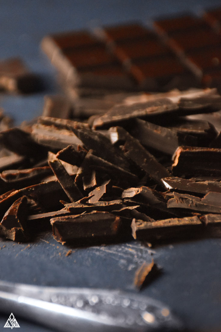 Low carb chocolate bars, chocolate shavings and a knife