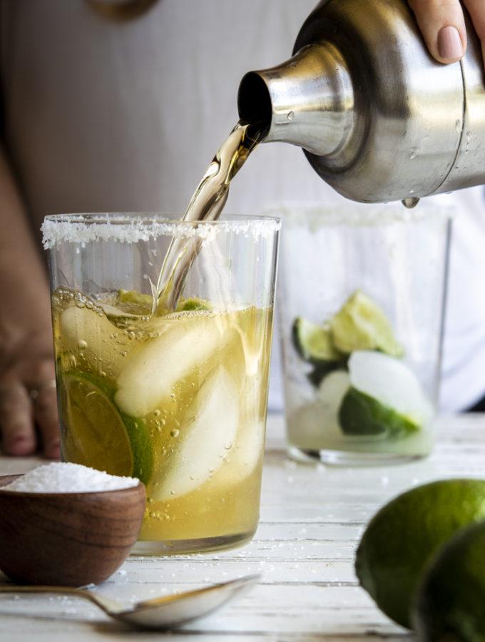 Low Carb Margarita (4 Ingredients!)