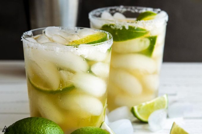 2 glasses of low carb margarita