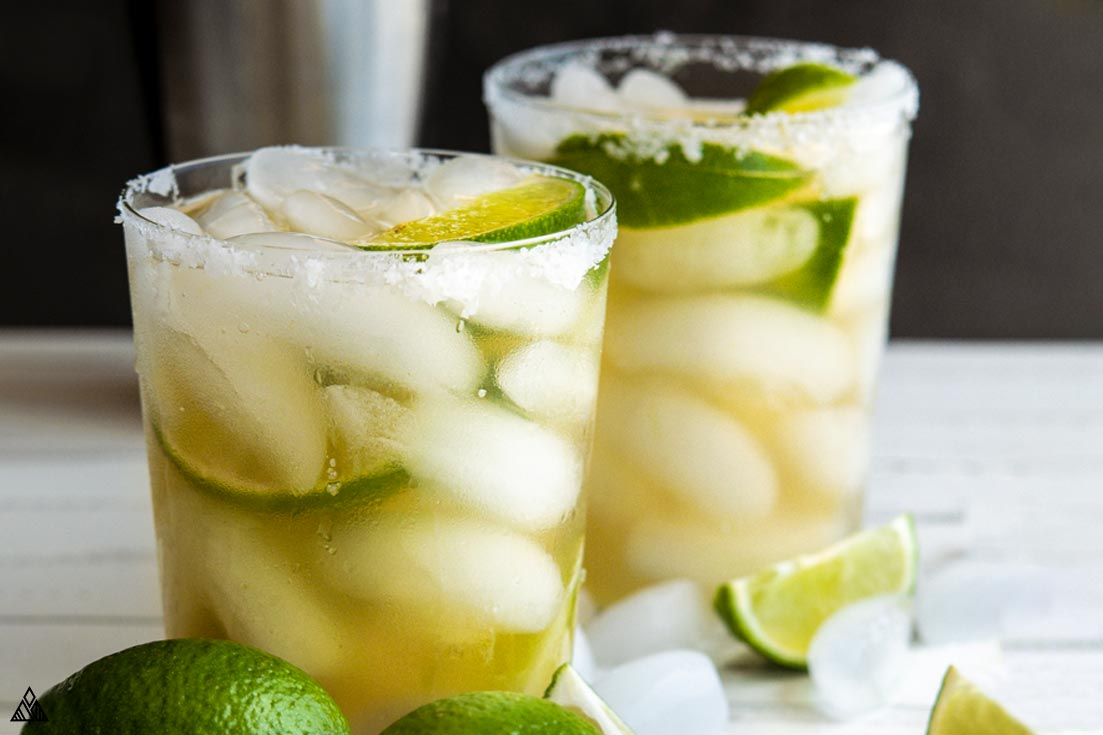 2 glasses of low carb margarita