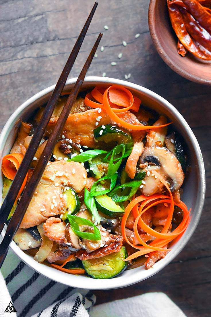 Hunan chicken in a bowl with a pair of chopsticks