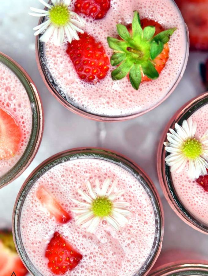 Low Carb Strawberry Smoothie (3 Ingredients!!)