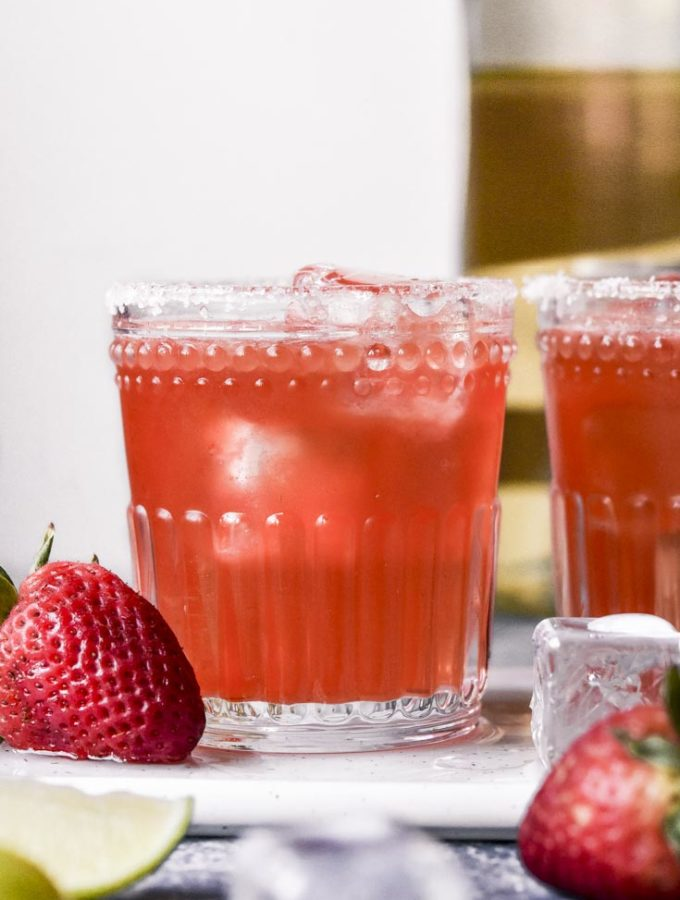 Low Carb Strawberry Margarita (3g Net Carbs!)