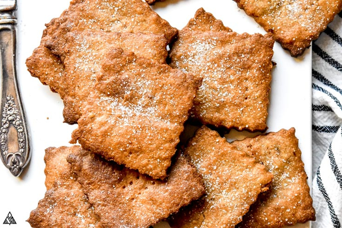 One of the best low carb crackers recipe is low carb graham crackers