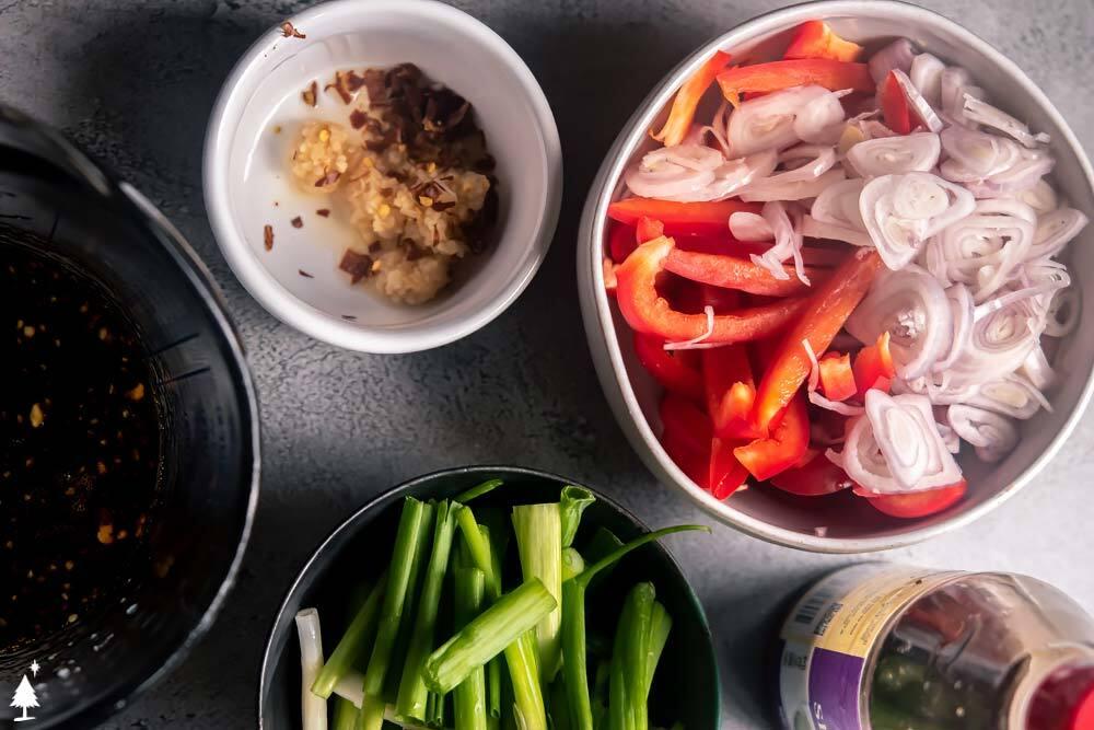 low carb thai noodles ingredients in bowls