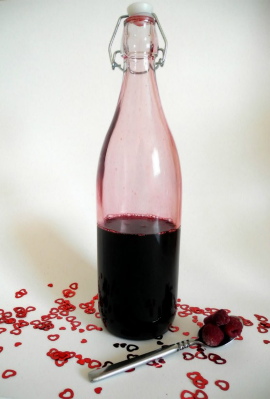 DIY Raspberry Liqueur | The Little Red Heart
