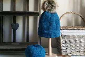 Beginner's Learn Knitting Kit - Faux Fur Bobble Hat