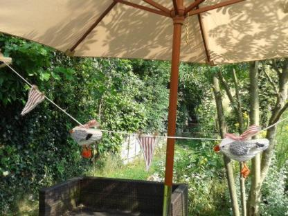 Knitted Seagull bunting red