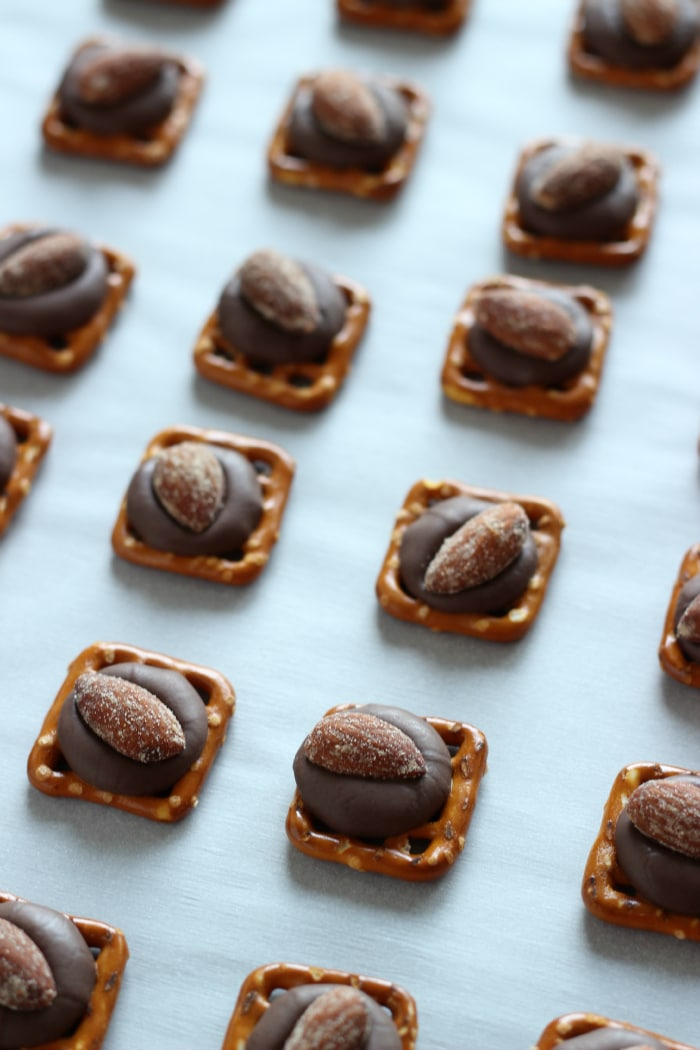 Pretzel Almond Bites