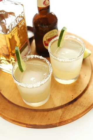 5-Ingredient-Ginger-Beer-Margaritas-crazy-delicious-and-so-simple-perfect-for-summer-AND-winter-as-Ginger-Beer-is-ALWAYS-in-season.-Im-in-love.