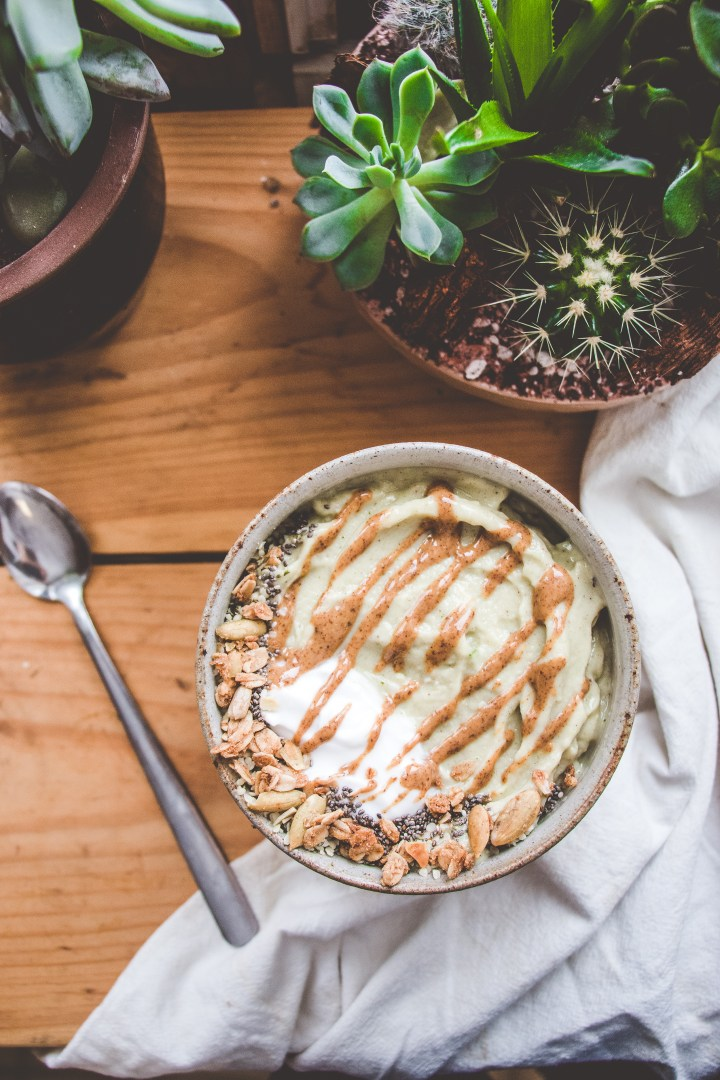Almond-Chai Smoothie Bowl
