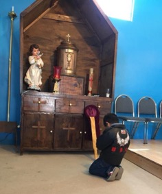 Andres praying in front of tabernacle