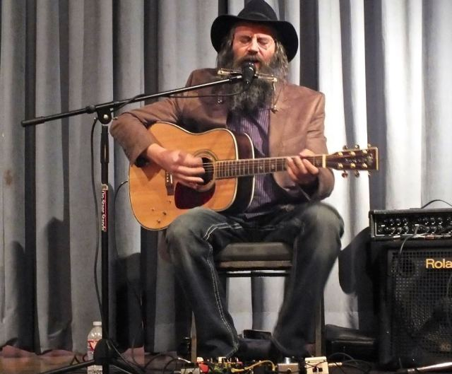 Lazer Lloyd Acoustic. Photo by Edward simon for the Los Angeles Beat.