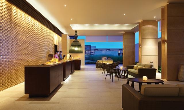 Hyatt-Regency-Danang-Resort-and-Spa-Lobby