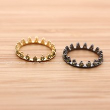 girlsluv.it - tiny TIARA ring with peridot