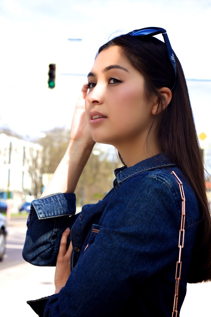 Casual-Denim-Fashionblogger-Streetstyle-Springlook-2015-Munich-Flared-Pants-New-Post-Germany-Lookbook_13