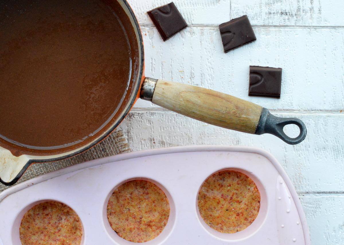 Vegan chocolate superfood cup
