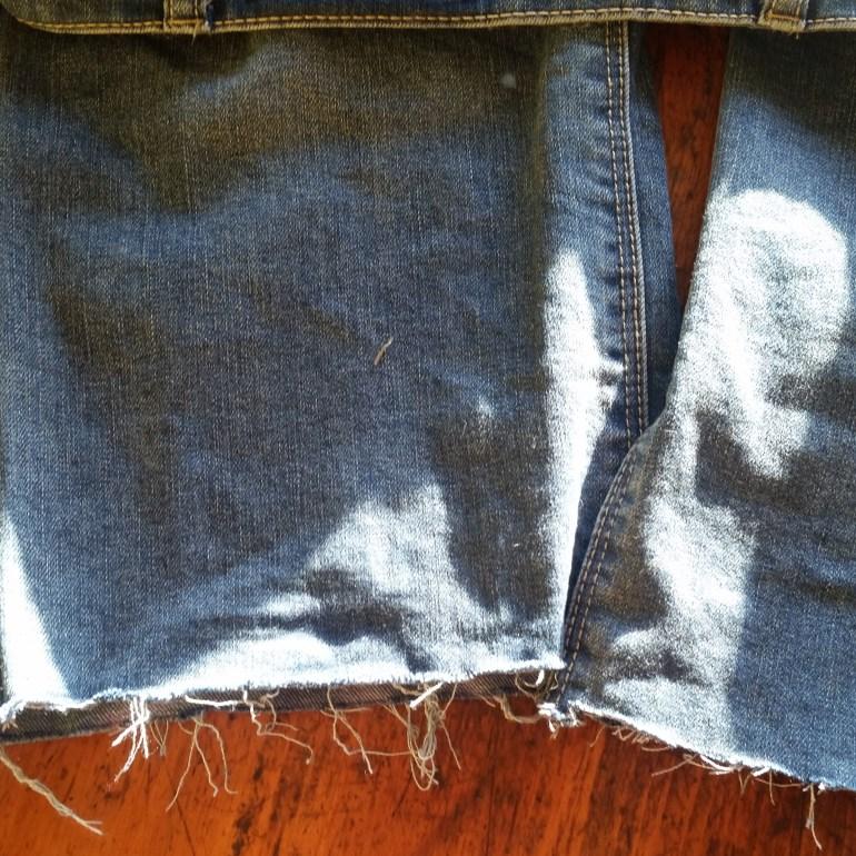 Super Simple DIY Frayed Hem Jeans! | Luxuriously Thrifty