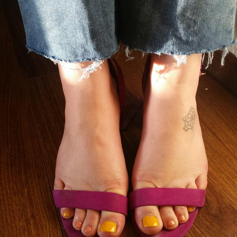 Simple DIY Frayed Hem Jeans | Luxuriously Thrifty