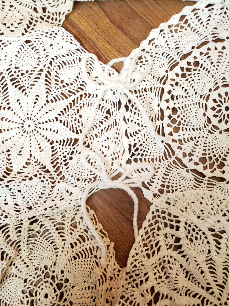 How to make a Christmas tree skirt out of doilies | Luxuriously Thrifty