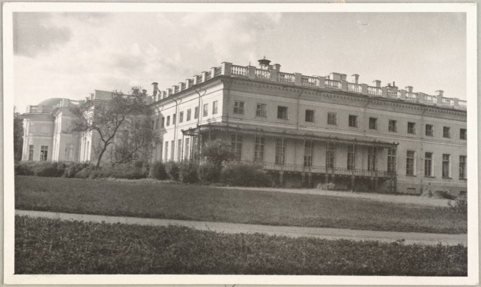 Photography from the private archive of the Romanovs family-Lujon Magazine03