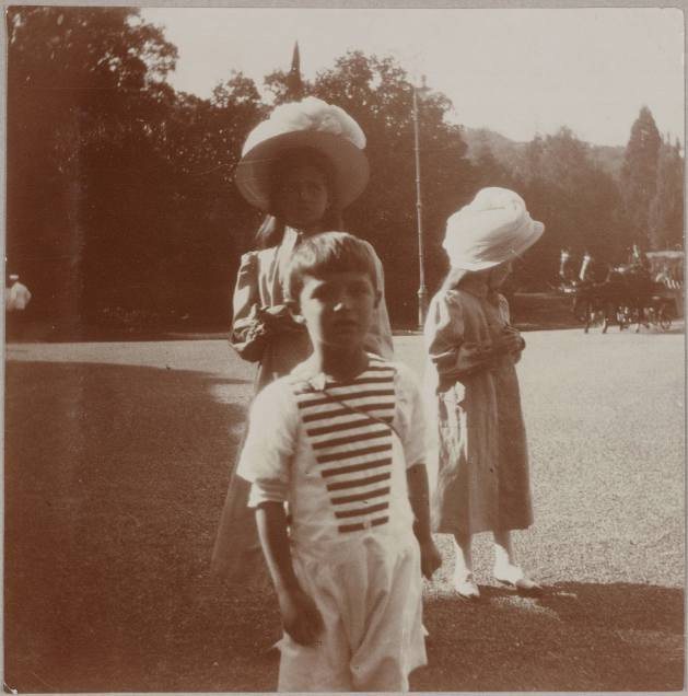 Photography from the private archive of the Romanovs family-Lujon Magazine25