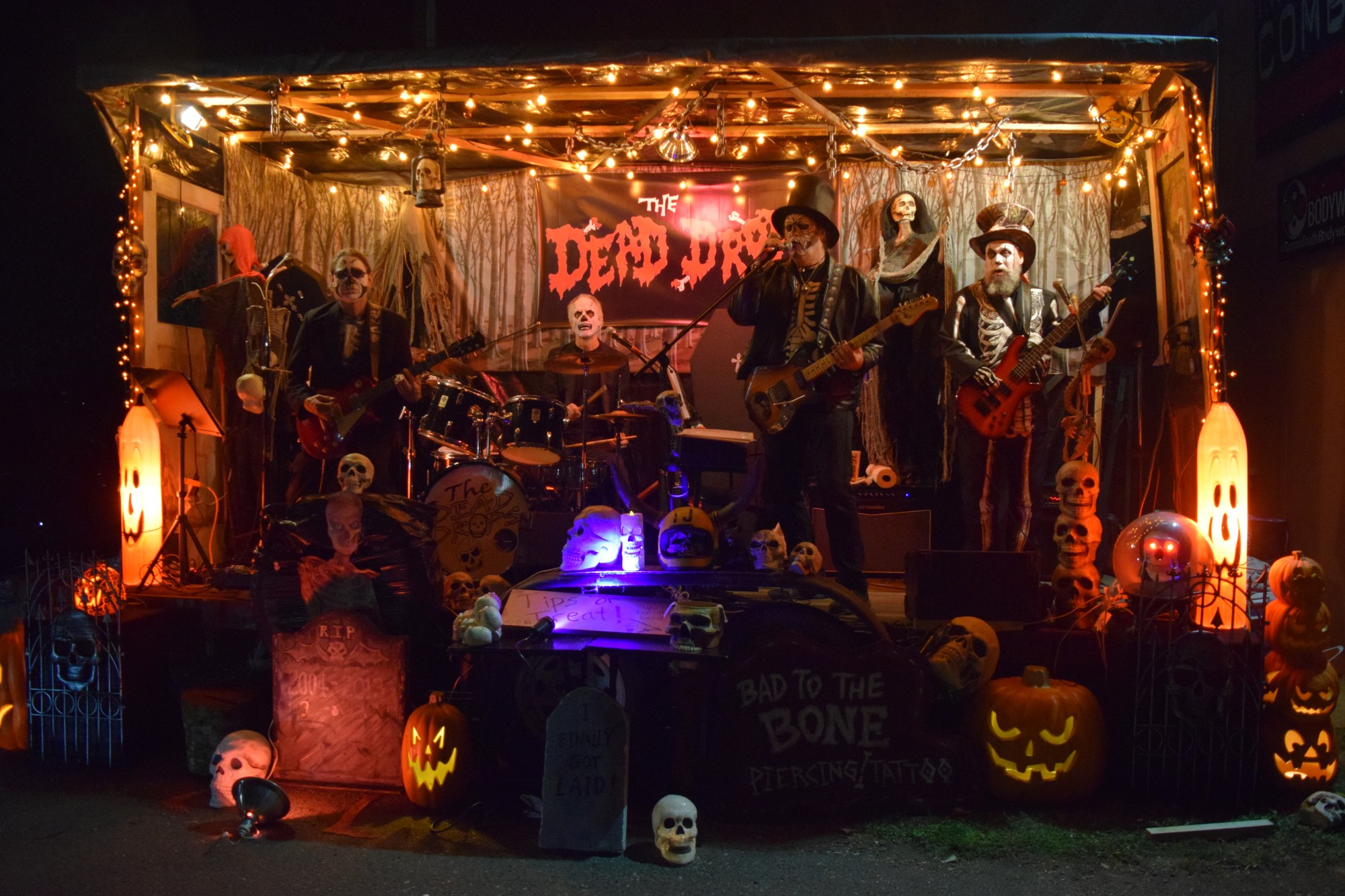 The Dead Drops live preforming for the people nervously waiting to enter the Haunted Kinetic Lab of Horrors on Oct. 28. Photo credit: Juan Herrera