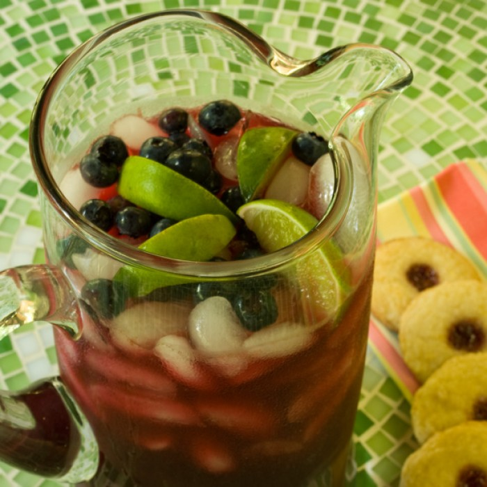 Blueberry Lavender Limeade with Triple Lemon Cookies | LunaCafe