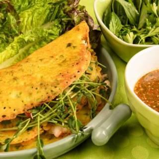 Vietnamese Crispy Crepes (Banh Xeo)