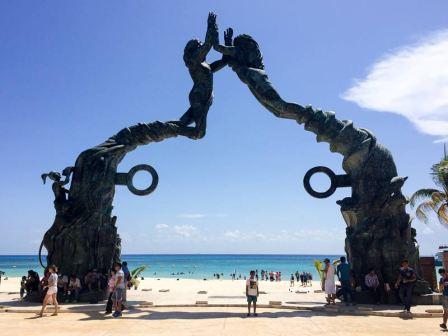 playa statue