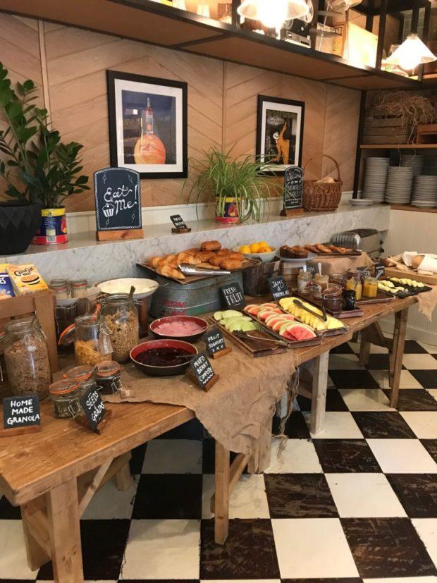 Hotel Indigo Kensington Breakfast Bar