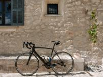 Facde_with_bike