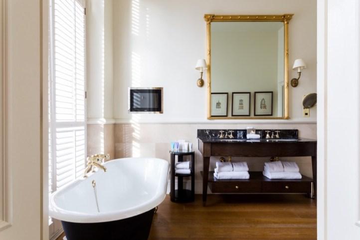 KEN - Luxury Studio Suite Bathroom