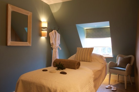 Weavers' House Spa treatment room at the Swan at Lavenham -med