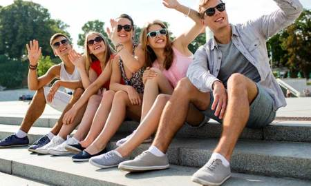 How to Meet New Friends While Traveling