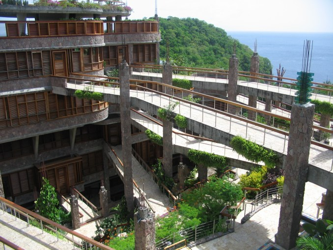 JADE MOUNTAIN - HOTEL EXTERIOR
