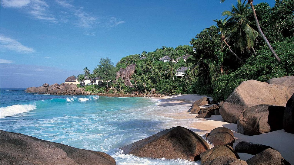 Top 10 Worlds Most Beautiful Hotel Beaches The Luxury